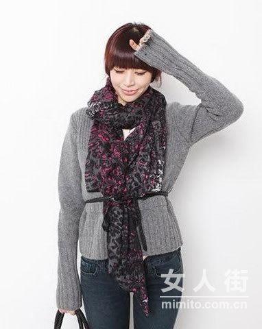 春季丝巾搭配热 打造成熟女人味